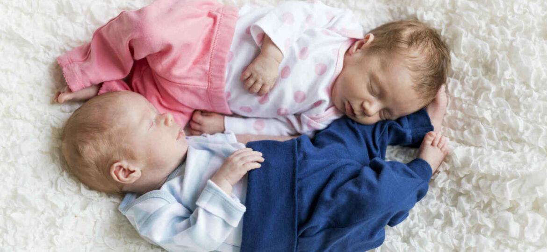 bebes-nino-y-nina-dormidos